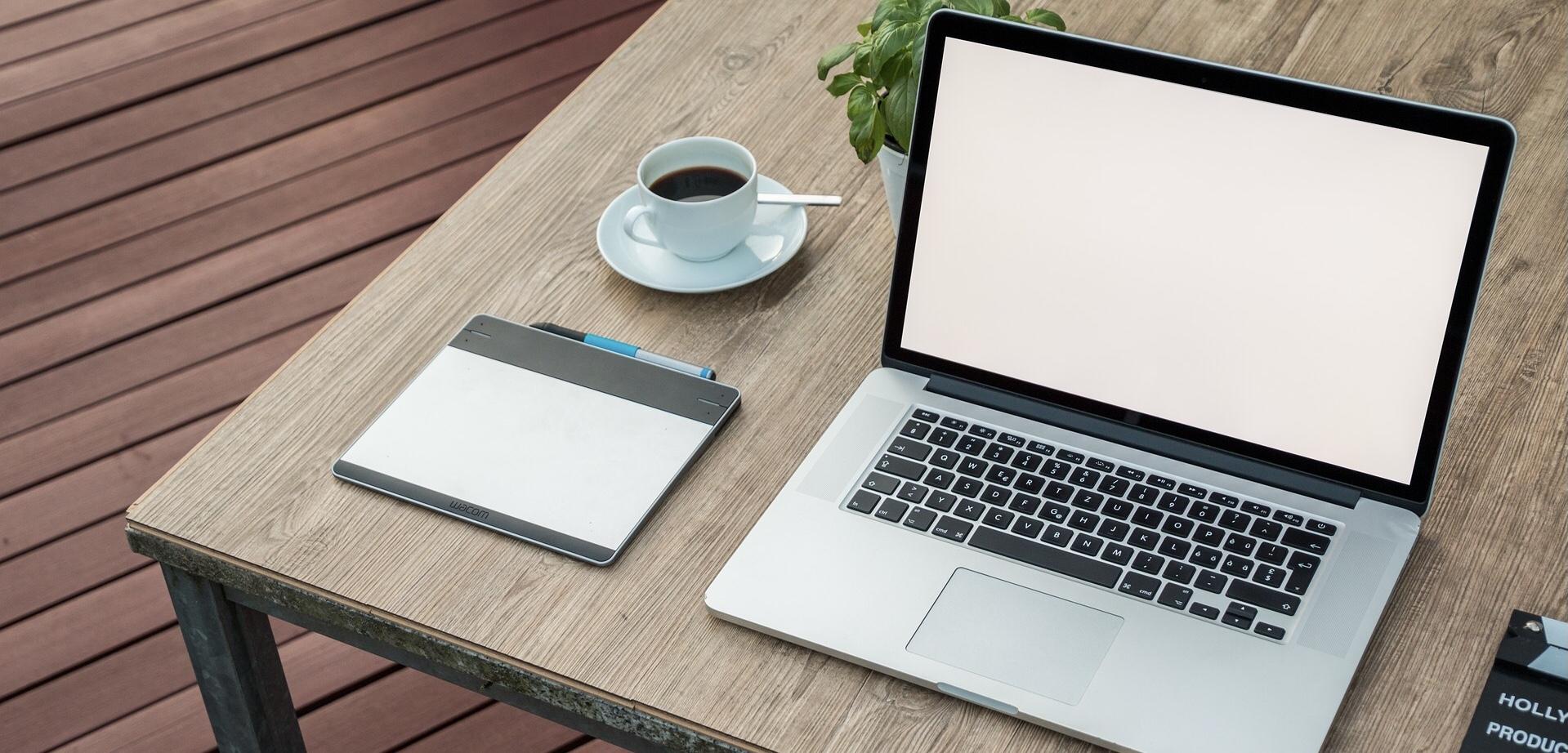 パソコンと机